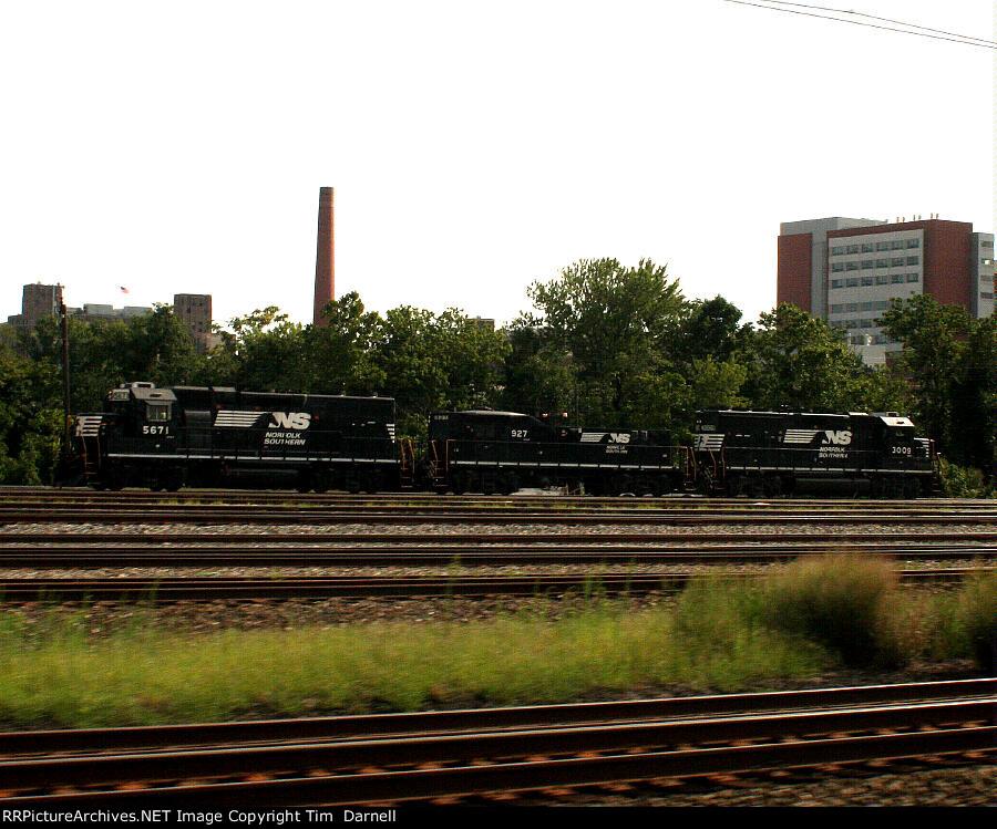 NS 5671, 927, 3009 Bay View Yard power.